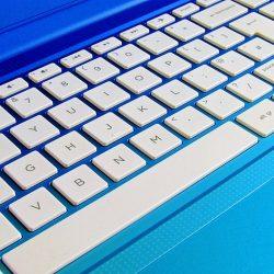 laptop-keyboard-1036970_640